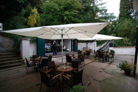 Garden Café Taussig na úpatí Petřína