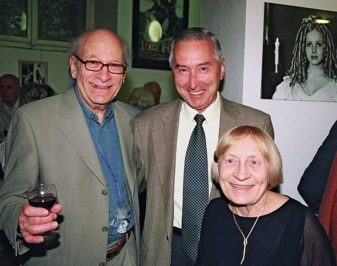 Gene Deitch, Vladimír Opěla a Zdenka Deitchová v roce 2004 v kině Ponrepo © NFA